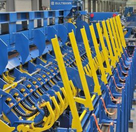 Entry system for 2 roll straightening machine for hot-rolled material