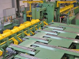 Entry and runout system for 2 roll straightening machine