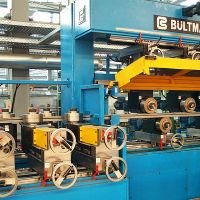 Multi-roll straightening machine for steel square and rectangular tubes
