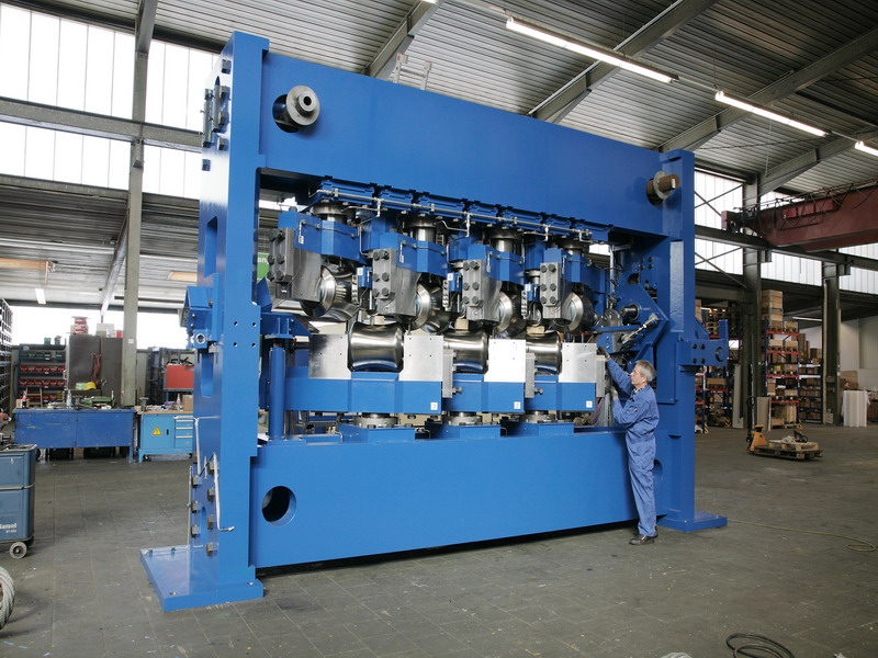 Multi-roll straightening machine